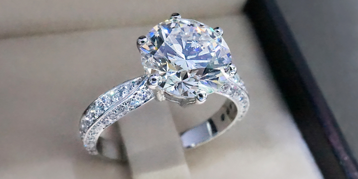 Benefits of buying an engagement ring online